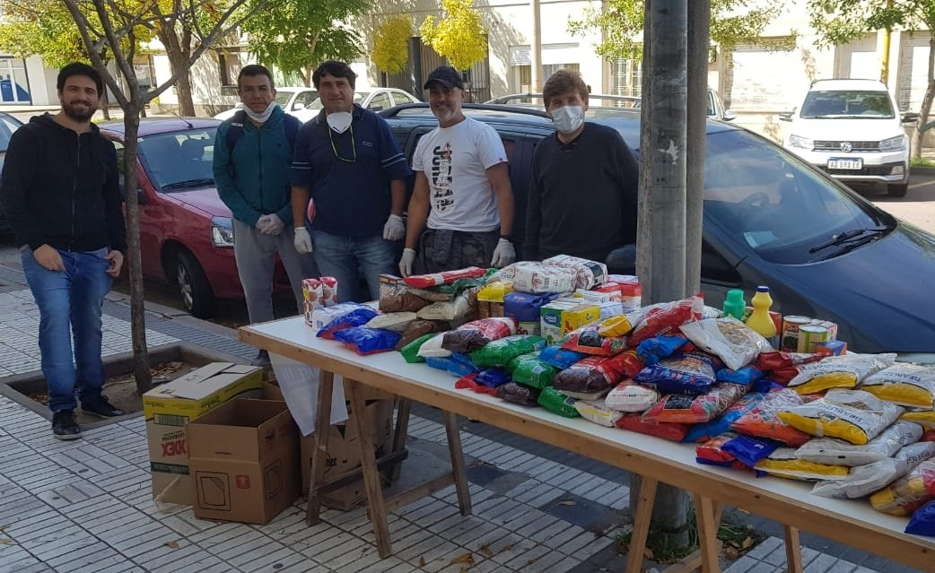 La Liga de Veteranos de fútbol reunió una gran cantidad de mercadería para donar a familias vulnerables