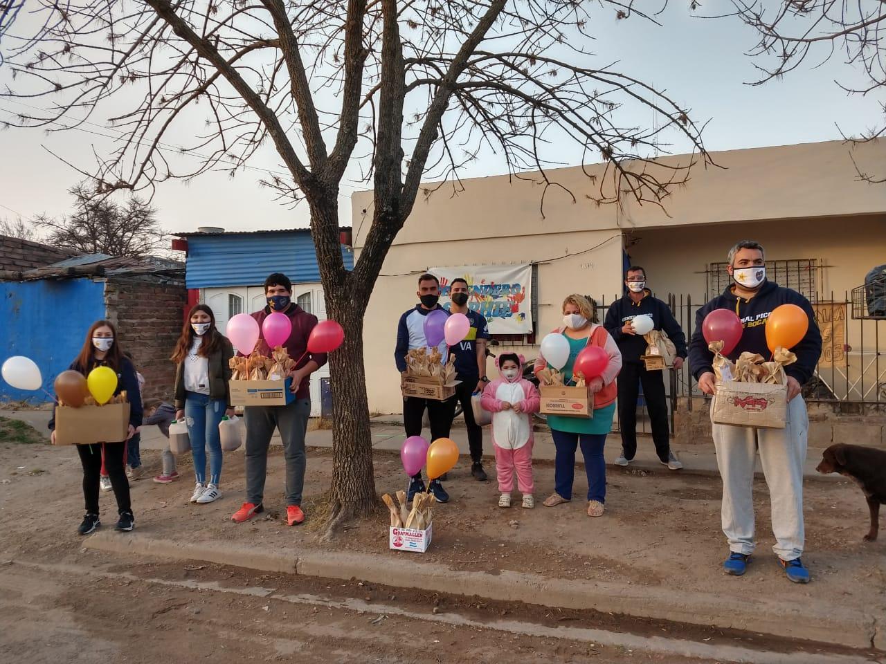 """La Peña boquense """"Roberto Mouzo"""" entregó regalos y celebró a lo grande el Día del Niño"""
