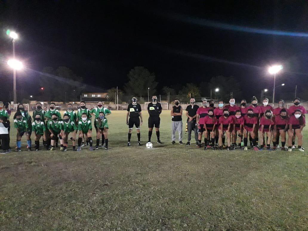 Empezó el torneo amistoso de fútbol femenino en el estadio Olímpico de Pico FBC