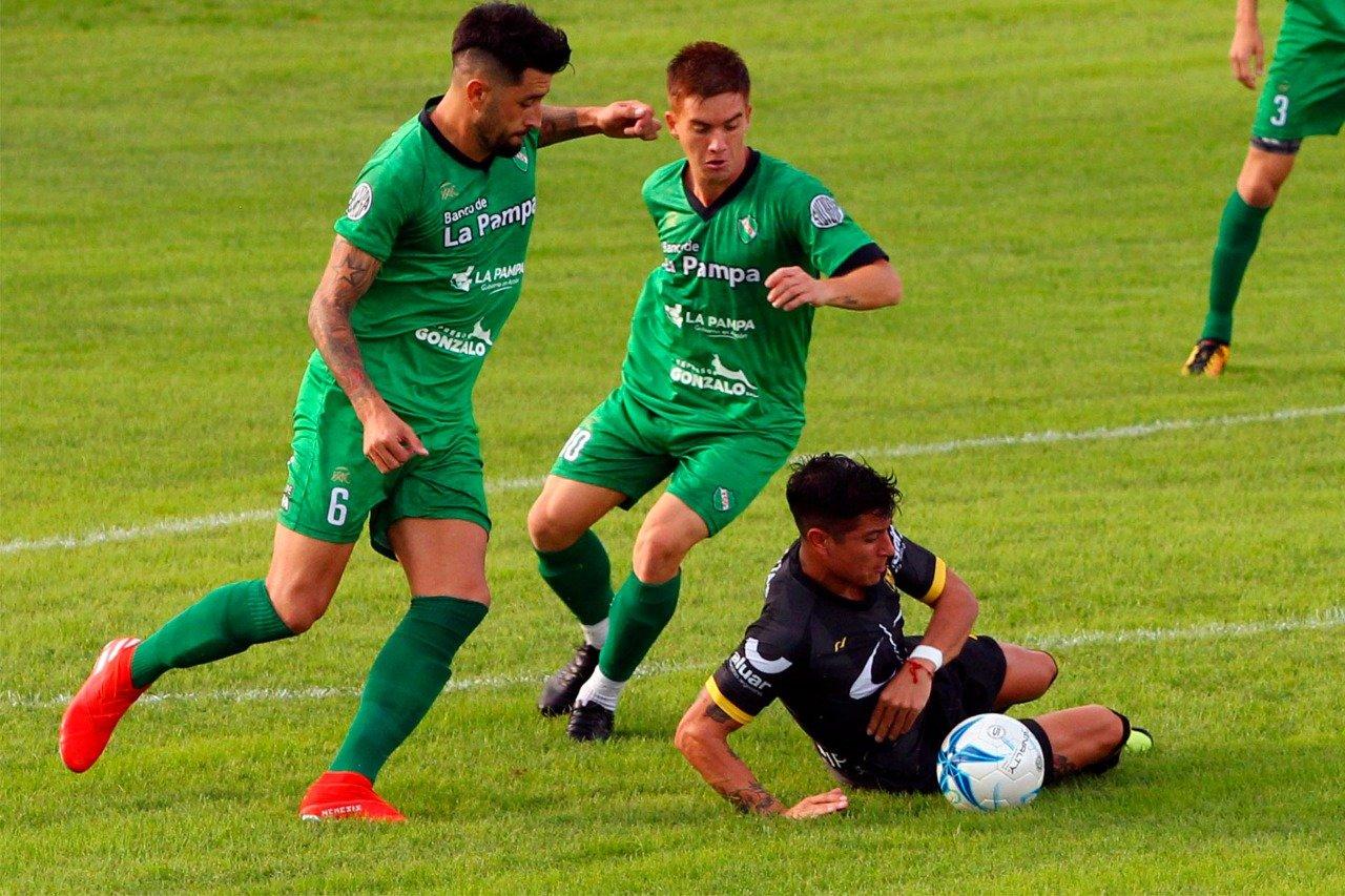 """Cristian Trombetta, central de Ferro de Pico, se refirió a la derrota frente a Deportivo Madryn: """"Depende de nosotros, tenemos todo para revertir esto y encaminarnos"""""""